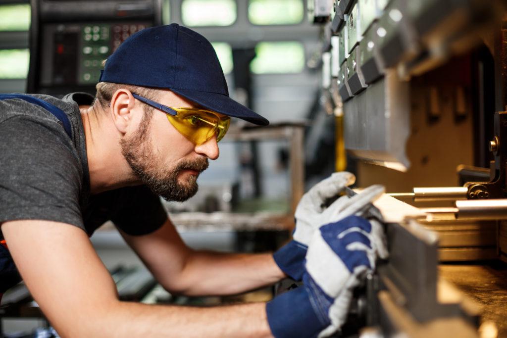 ¿Cómo podemos reducir el ruido y las vibraciones en la industria?